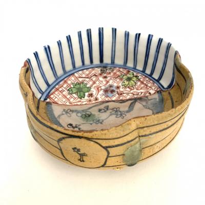 Yobitsugi style flower shaped footed bowl